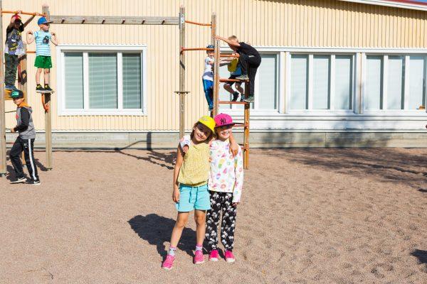 palonkylän koulun oppilaita