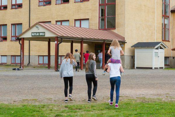 västilän koulun oppilaita