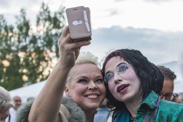 ilmajoen musiikkijuhlien väkeä
