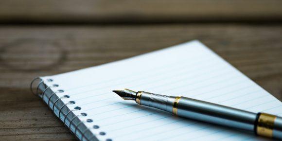 kynä ja paperi